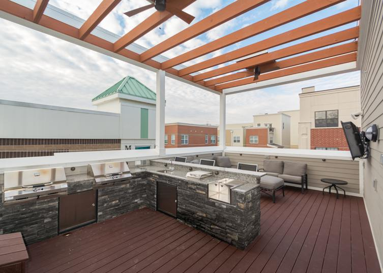Studio 531 Apartment Features An Incredible Open Air Sky Lounge On The Top  Floor. Fire Up One Of The Grills, Turn On The TV And Check Out The Pool  Below!